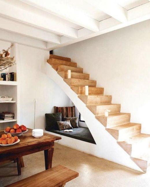 coin lecture sous escalier