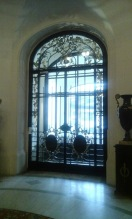 Porte d'entrée de l'Ambassade