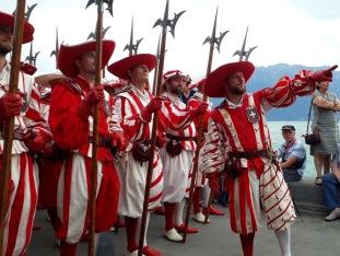 La compagnie des cent-suisses, le 1e août, à Vevey